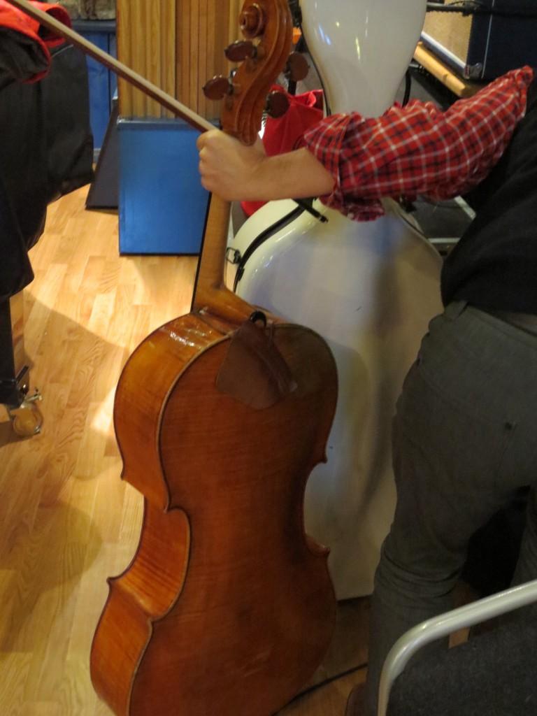 Dags att ta fram cellon igen. Och så ska vi kolla stämningen igen..
