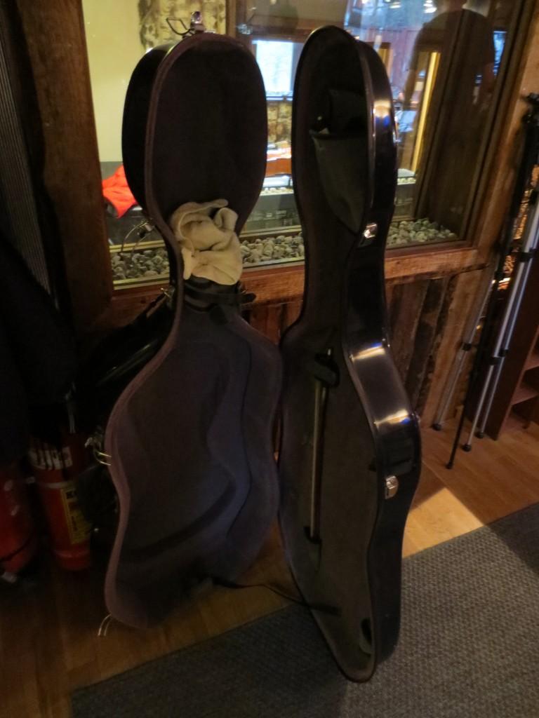Och nu är fodralet tömt på sitt dyrbara och välklingande cello-innehåll igen