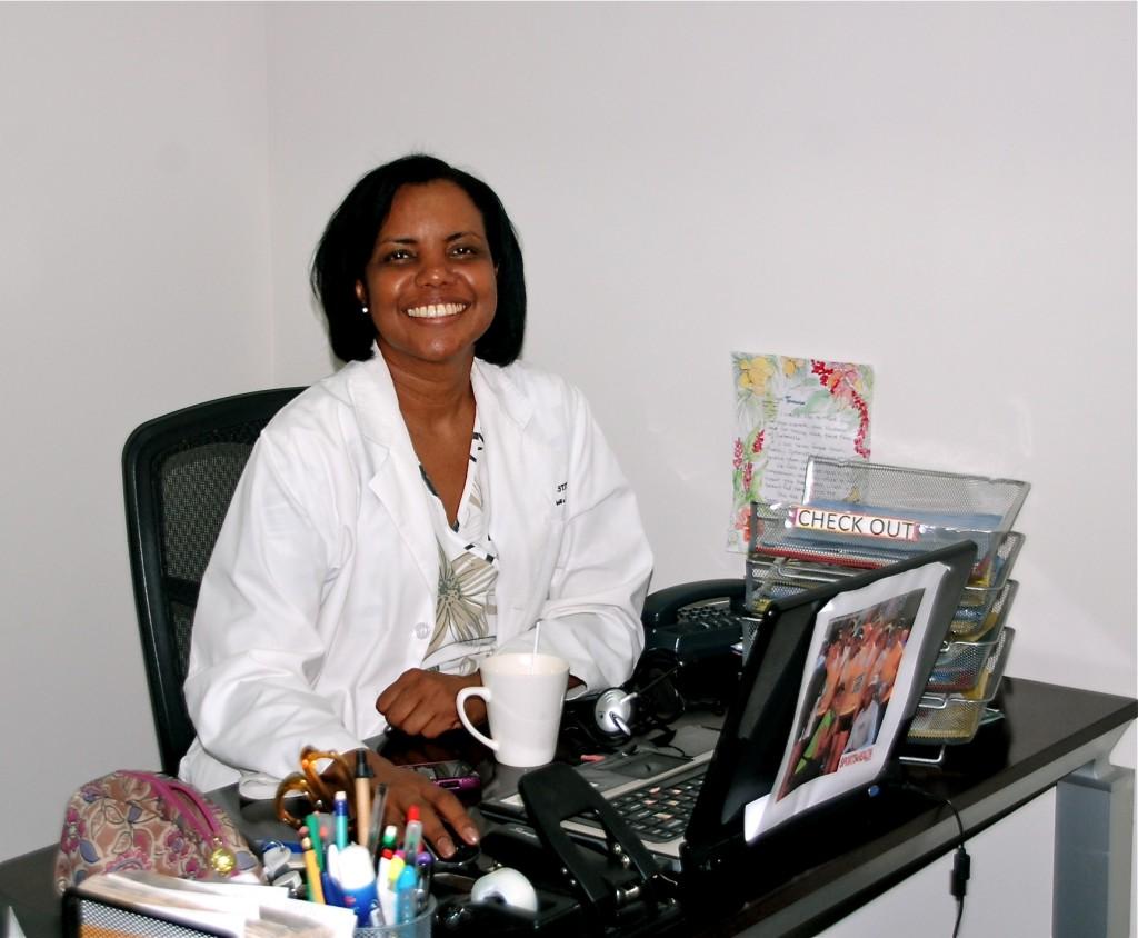 Tamara, sjuksköterskan, i sitt rum.