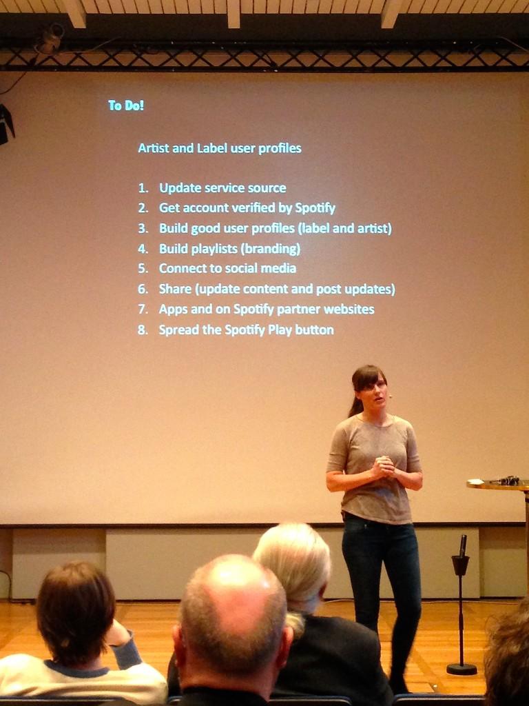 Mona Fimreite föreläser om online marketing.