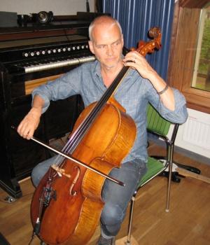 Lars på cello