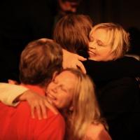 You can never get too many hugs. kramar kan man aldrig få för många av.
